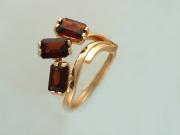 Золотое кольцо с вставкой топаз