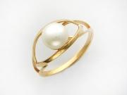 Золотое кольцо с вставкой жемчуг