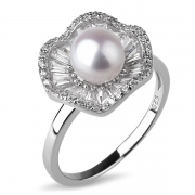 Серебряное кольцо De Luna с жемчугом  и фианитами