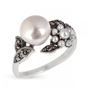 Серебряное кольцо c жемчугом,микрожемчугом и марказитами