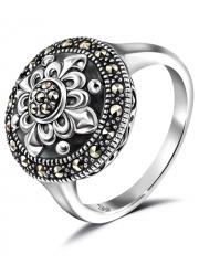 Серебряное кольцо с марказитами Swarovski